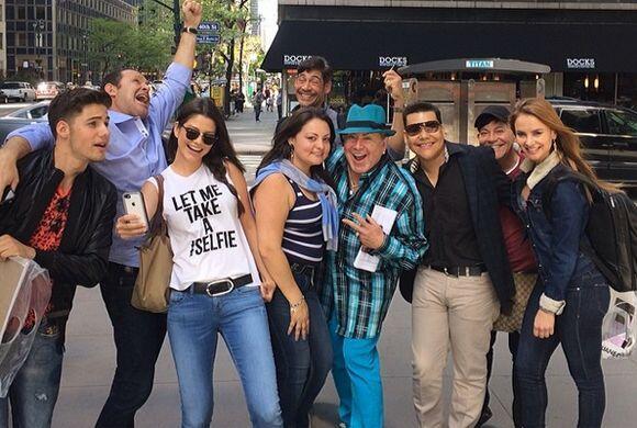 Ana Patricia, Johnny, William y Ximena, acompañados de grandes in...