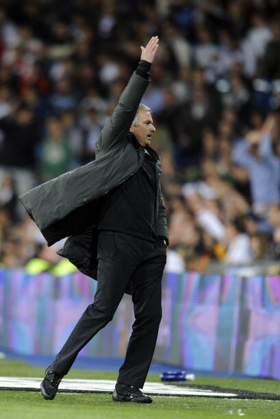 Mourinho, fiel a su costumbre, no paró de reclamar en todo el juego.