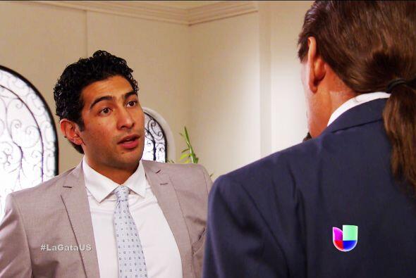 Tú no te quedas atrás Damián, te estás convirtiendo en un gran abogado.