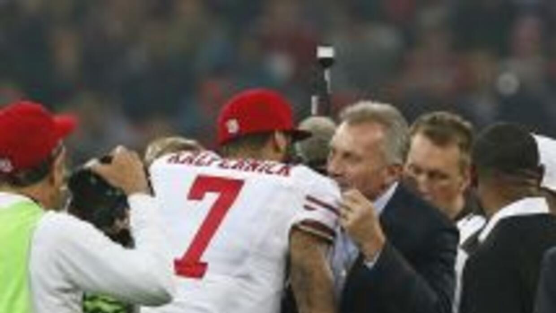 Joe Montana cree que Colin Kaepernick aún tiene muchas áreas en las que...