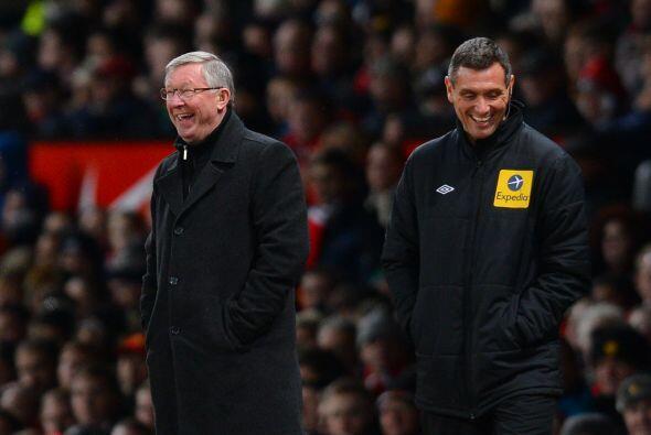 Vaya sonrisa la del técnico Sir Alex Ferguson, quien hasta bromea...