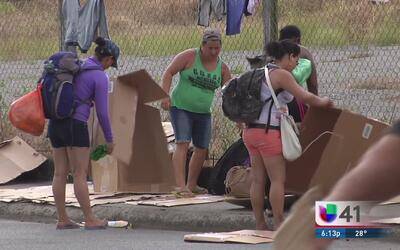 Grupo de refugiados cubanos llegan a West New York
