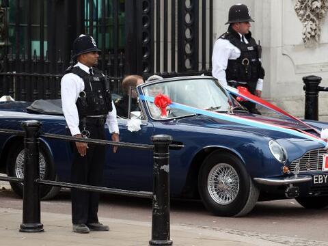 El Príncipe Guillermo y su flamante esposa Catherine Middleton sa...