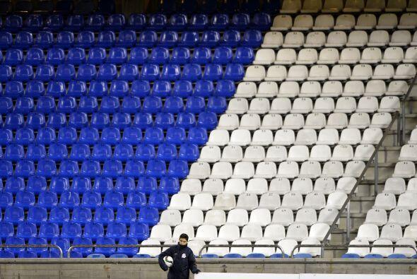 El Estadio Riazor lució práticamente vacío para el...