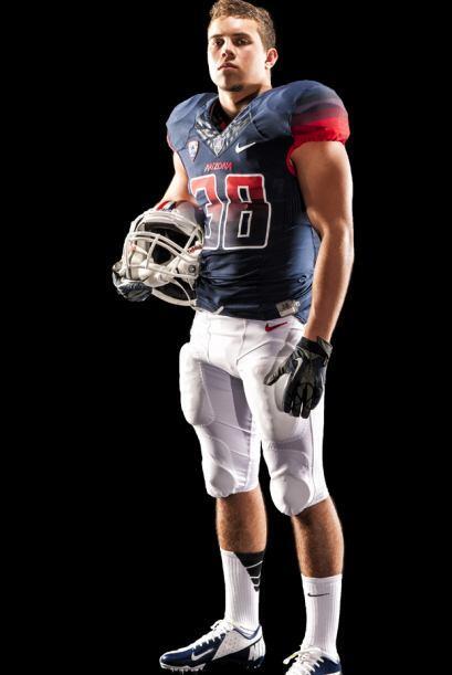 El equipo de fútbol americano de la Universidad de Arizona presentó sus...