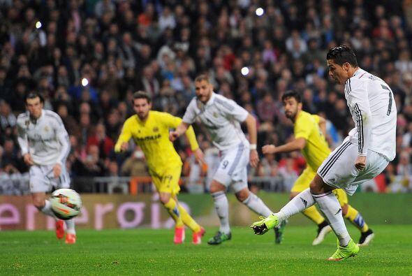 Ya que Eric Bailly cometió una falta sorbe Cristiano Ronaldo dent...