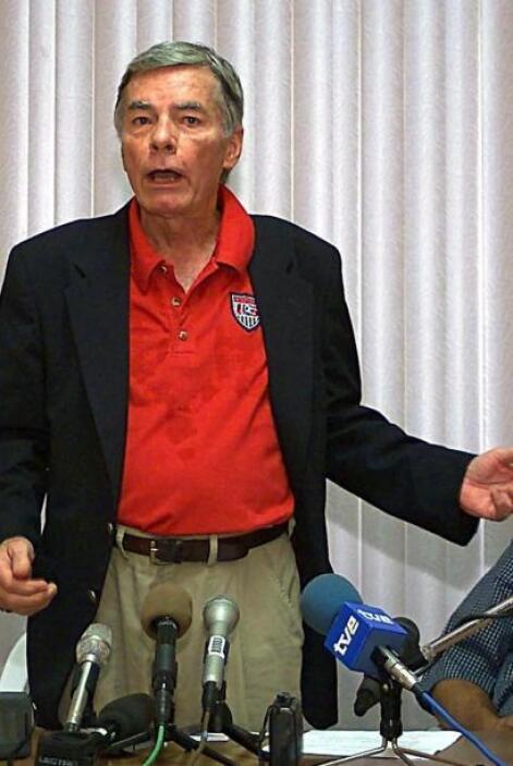 """Philip Agee: Ex agente de la CIA cuyo libro publicado en 1975, """"Inside t..."""