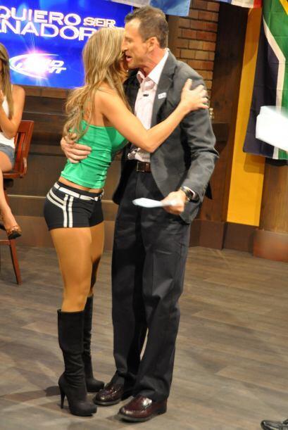 Félix Fernández le dio el primer abrazo y beso a la nueva...