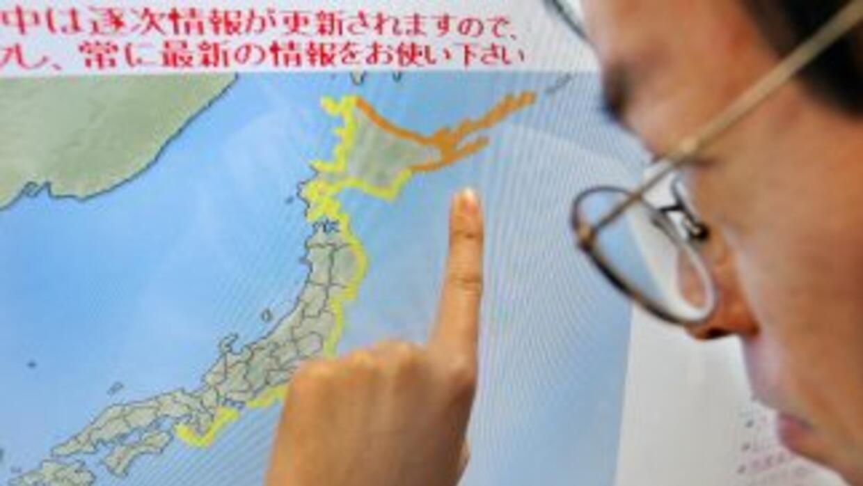 Un barco de pesca japonés arrastrado por el tsunami de marzo de 2011 ha...