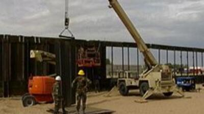 Construccion del muro fronterizo entre Mexico y los Estados Unidos