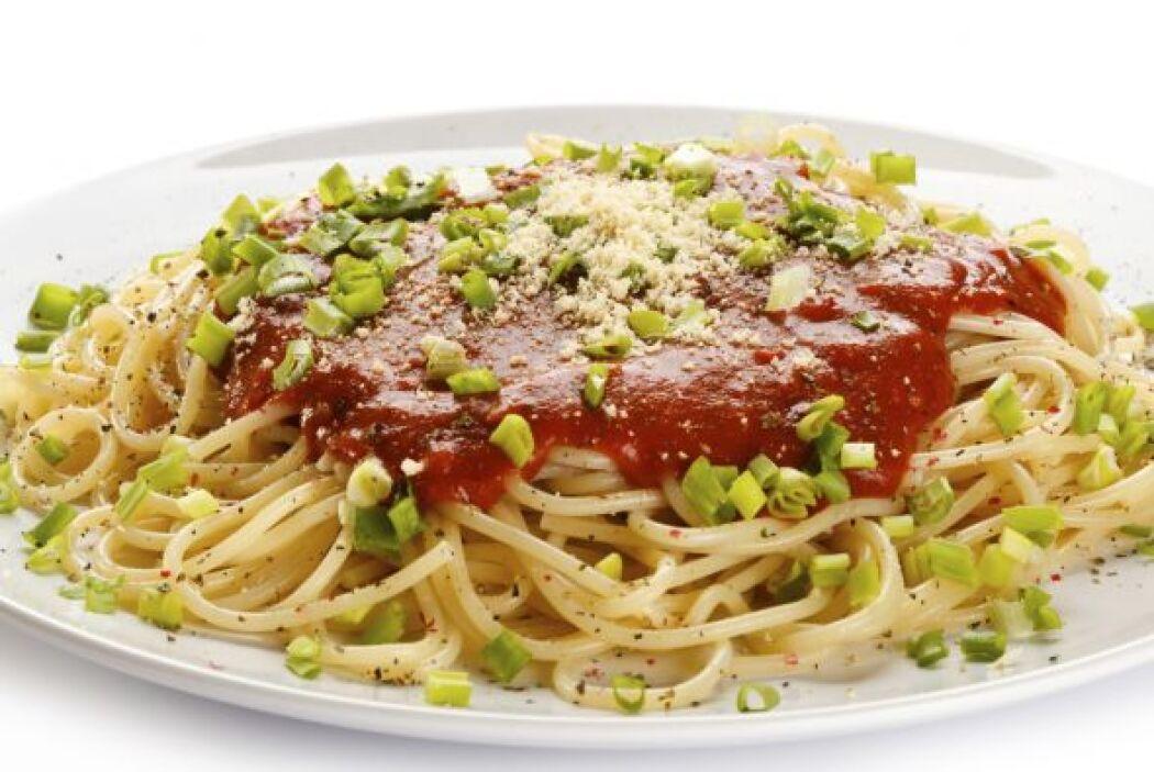 Salsa de tomate enlatada Cuando estás cocinando un plato de pasta o hace...
