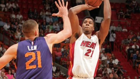 Hassan Whiteside anotó 23 puntos y recuperó 14 rebotes.