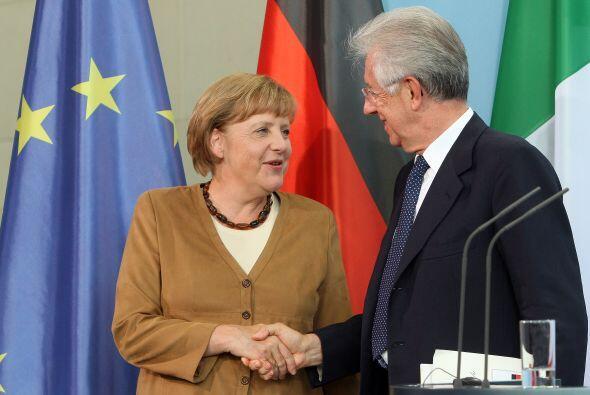"""Según Merkel, Italia ha hecho un esfuerzo """"impresionante"""" para consolida..."""
