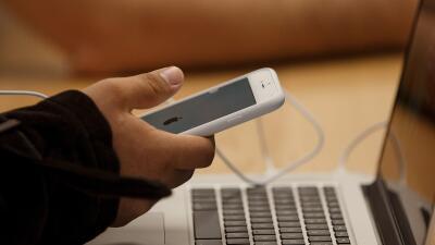 Qué significa la pelea de Apple con la Justicia y el FBI por un iPhone b...