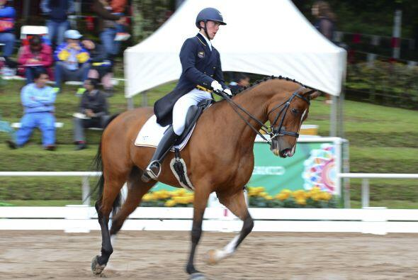 Montado en el caballo Farewell IV, el colombiano Marco Bernal se ubic&oa...