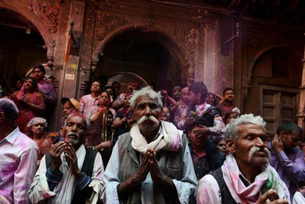 Durante Holi, el sistema de castas se vuelve menos rígida y todo el mund...