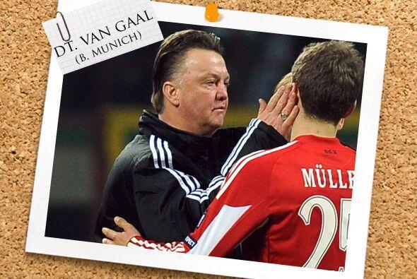 Todos estos futbolistas son dirigidos por el holandés Louis van G...