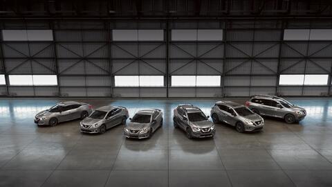 Sedanes Nissan_Midnight_Edition_Family.jpg