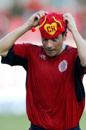 Sebastián González, jugador chileno, también festeja de una manera muy p...