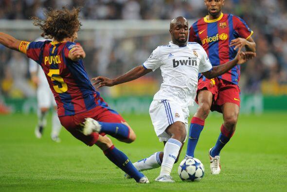 Puyol jugó de lateral y dio mucho apoyo a la defensa.