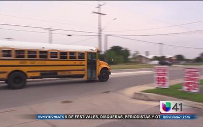 Caos y confusión por balacera cerca de una escuela