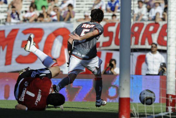 Mientras Estudiantes fue una aplanadora ante River, Vélez vencía a Hurac...