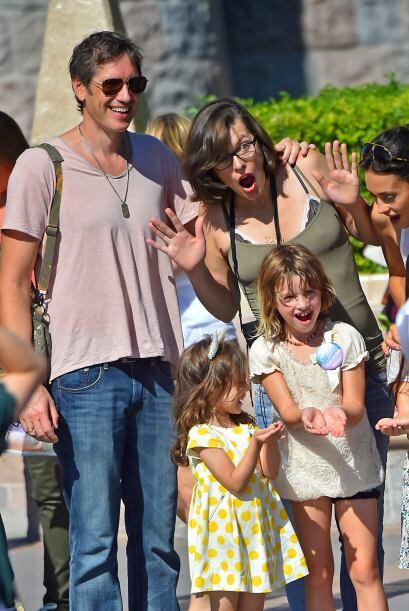 Milla Jovovich también gusta de esa misma tendencia para su hija...