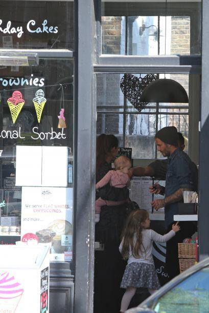 Esta vez el papito Beckham llevó a su nena por un helado.