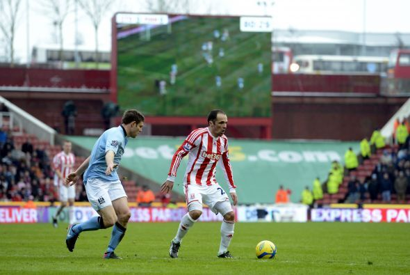 Manchetser City jugó contra el Stoke en otro duelo de equipos de primera.