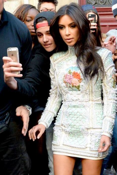 """Mira este pobre fan que quería una """"selfie"""" con Kim. Vota aquí por los n..."""