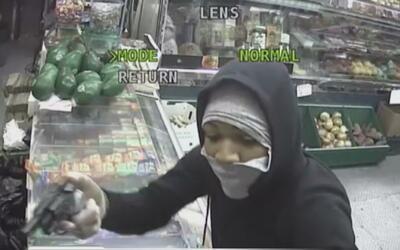 Ladrones enmascarados atracaron a mano armada una bodega en El Bronx