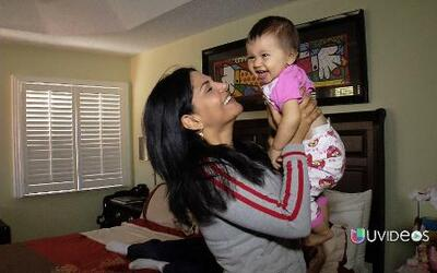 Natalia Cruz  junto a su familia en la intimidad de su hogar