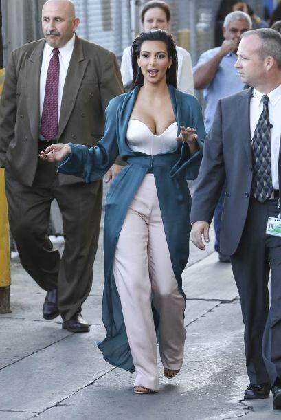 Esta última imagen ha causado furor en redes sociales. Kim aparece semid...