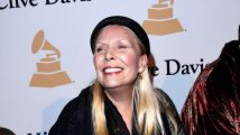 Joni Mitchell, de 71 años, es una de las figuras del folk más reconocida...
