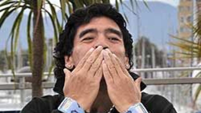 Maradona dice que ama a Fidel Castro y que viajará a Cuba dentro de un m...