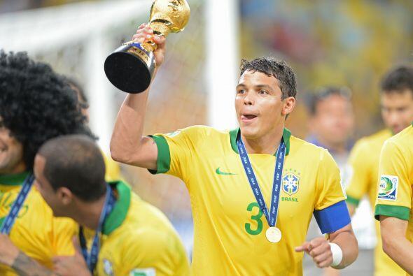 Thiago Silva gana $12.150 euros; es decir, $16.6 millones de dólares.