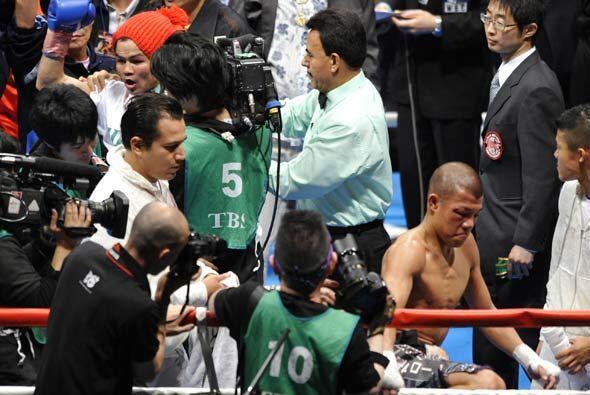 Kameda reconoció su derrota y bajó del ring como ex campeón.
