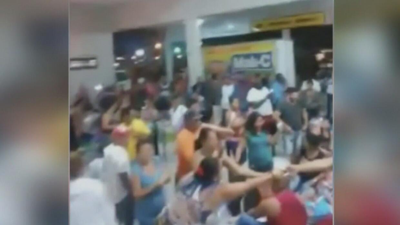 Un grupo de cubanos está varado en el aeropuerto de Georgetown, Guyana