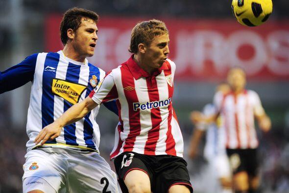 Para la campaña 2010-201,1 el Athletic no clasificó a torn...
