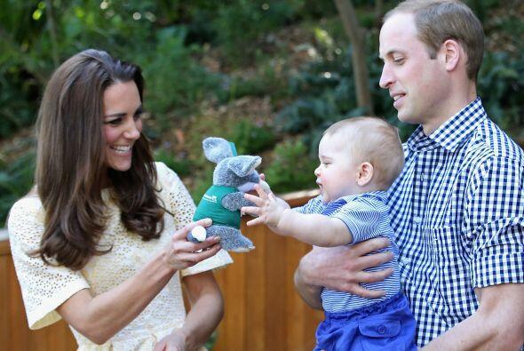 Los duques de Cambridge, le mostraron a su bebé lo maravilloso de...