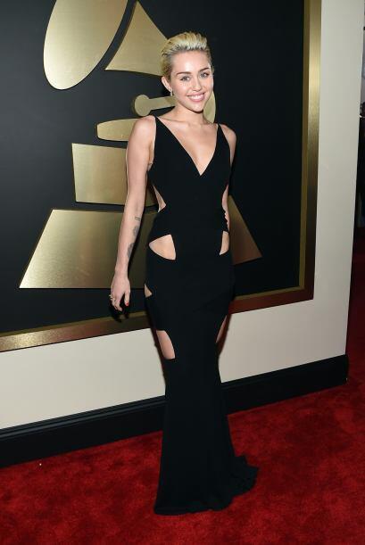 ¡Aplausos para Miley Cyrus! Quien esta vez lució como toda...