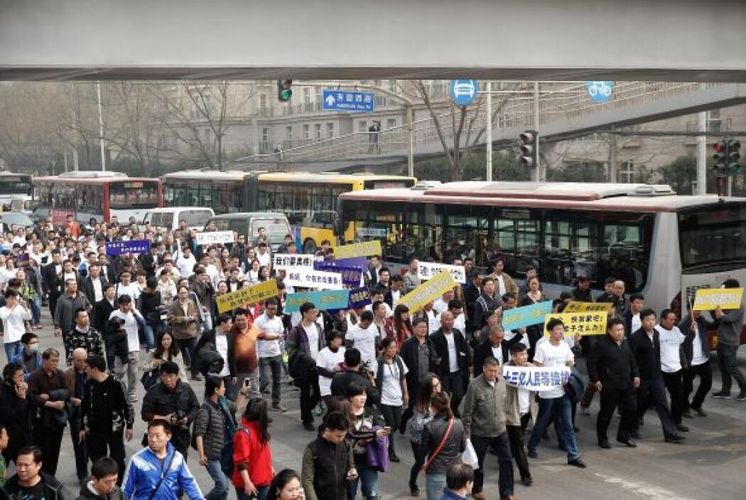 Les acompañaron varios autobuses, en los que iban a haberse desplazado o...