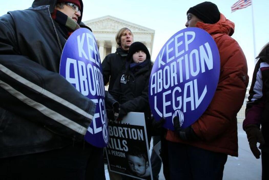 El estado establece el derecho de la mujer de terminar con un embarazo,...