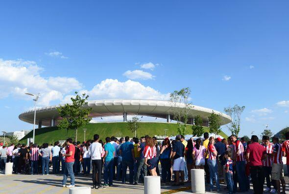 La afición de América y Chivas a pesar del mal momento de...