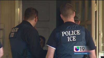 ¿Qué debo hacer si soy detenido por un agente de ICE?