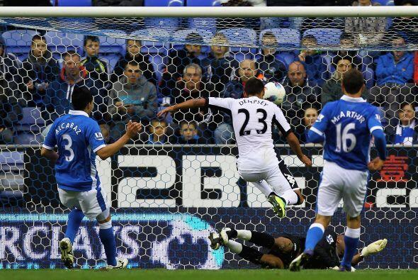 Clint Dempsey anotó el primero del Fulham.