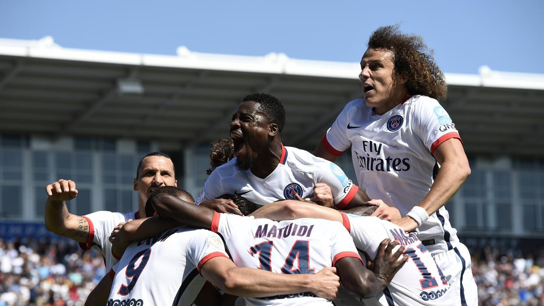 Paris Saint Germain celebra uno de sus goles ante Lyon.