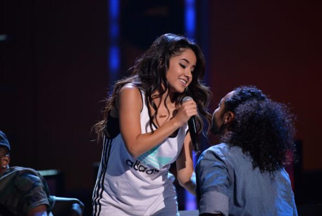 Becky G se paró en el escenario y enamoró.