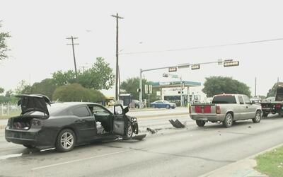 Un tiroteo entre dos vehículos causa un múltiple accidente de tránsito e...