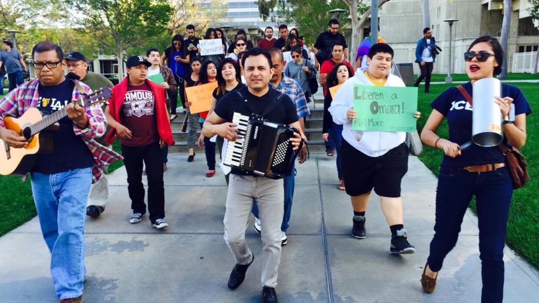 Los Jornaleros del Norte cantan por la liberación de una inmigrante, 2015.